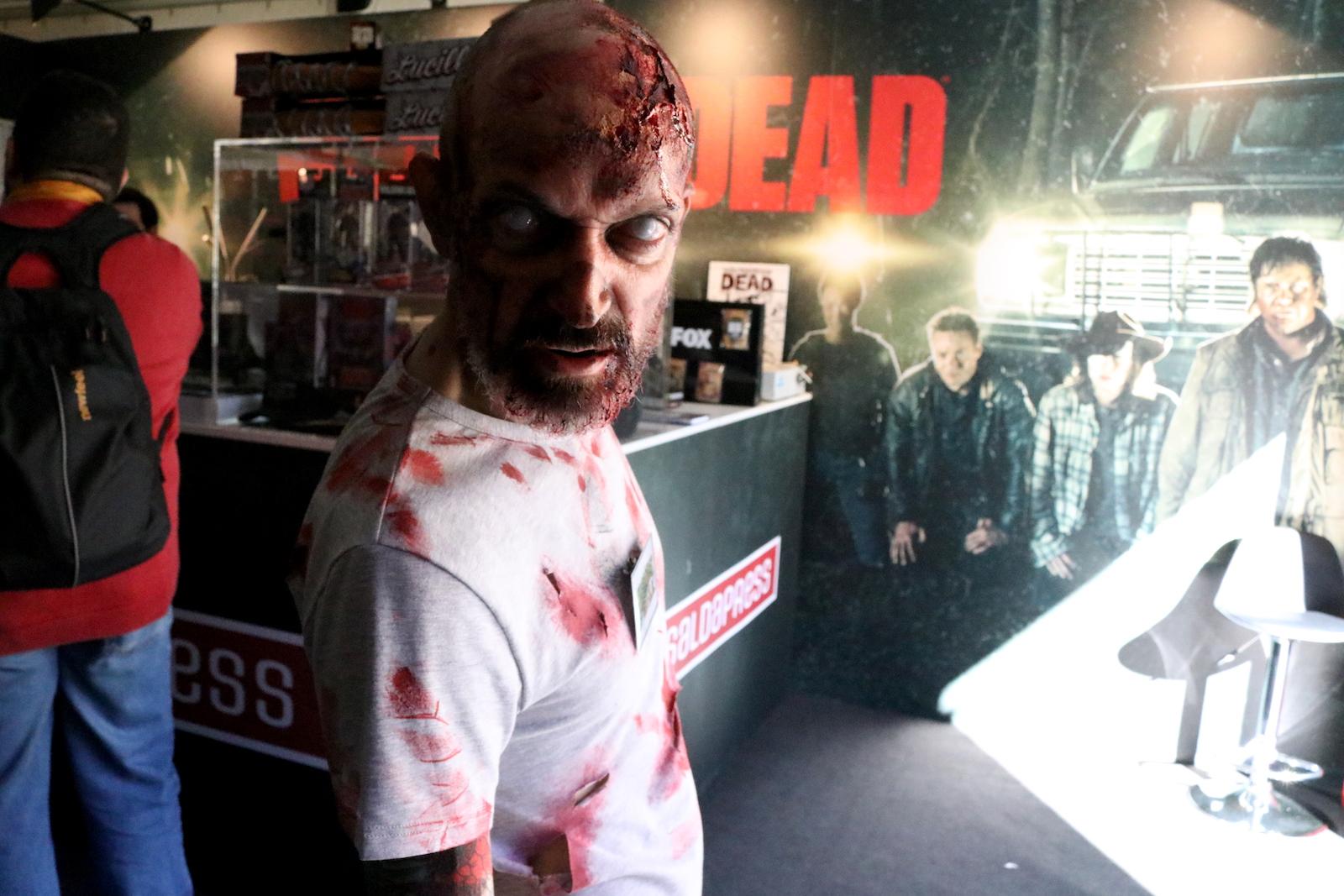 Lucca 2016: zombie in posa al padiglione Fox