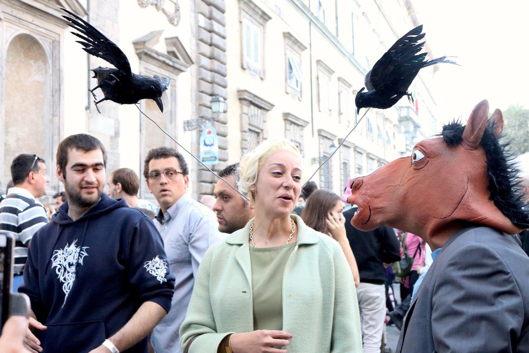 Lucca 2016: cosplay ispirato a Gli uccelli di Hitchcock
