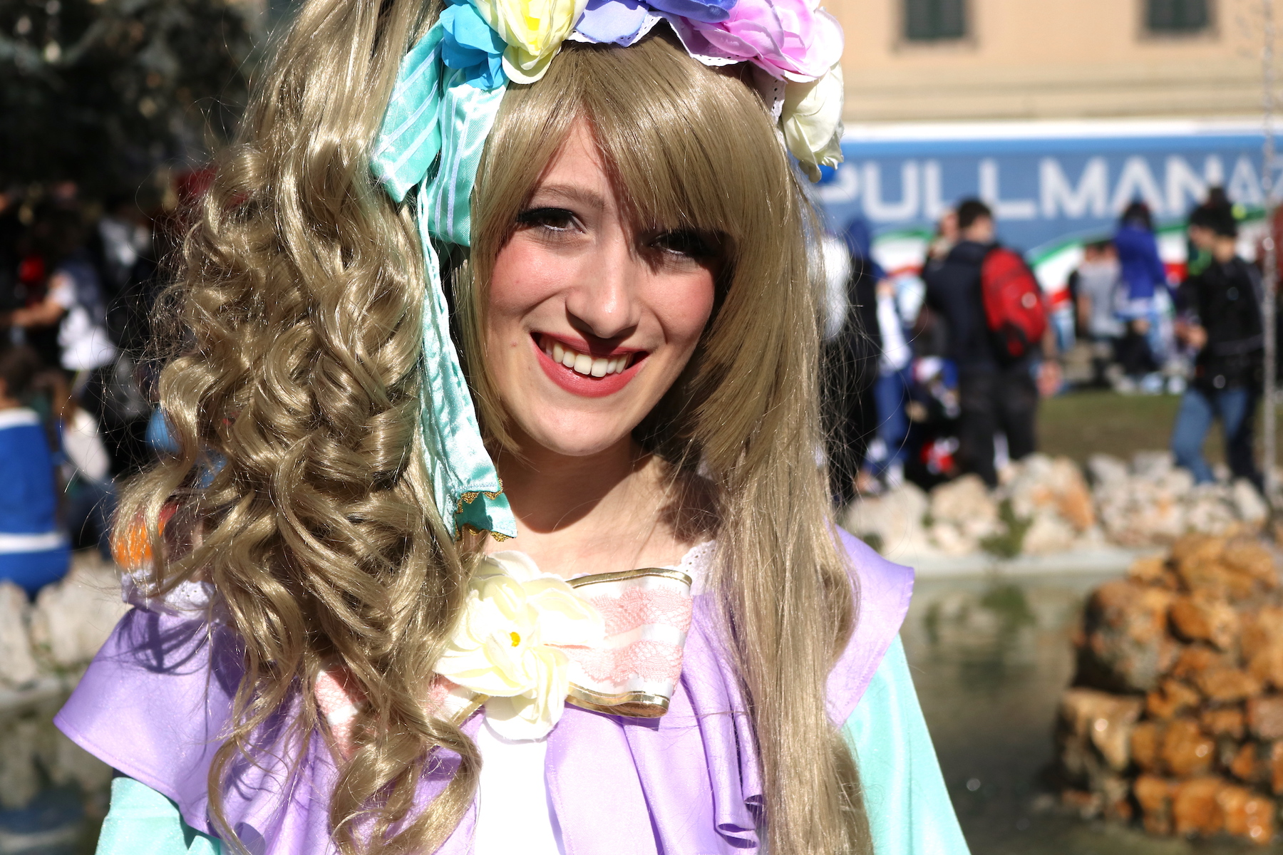 Lucca 2016: una coloratissima cosplayer