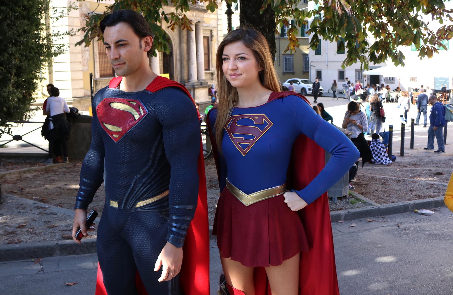 Lucca 2016: cosplay di superman e supergirl