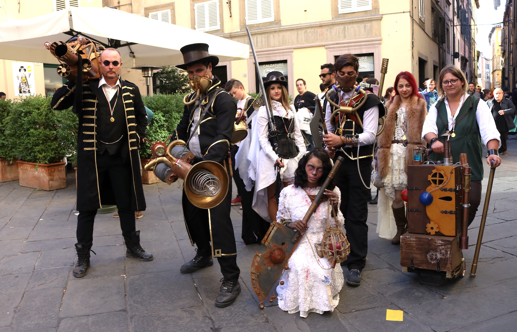 Lucca 2016: bellissimo gruppo di cosplayer Steampunk