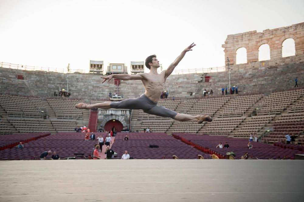 Roberto Bolle - L'arte della danza: Bolle in un'immagine tratta dal documentario