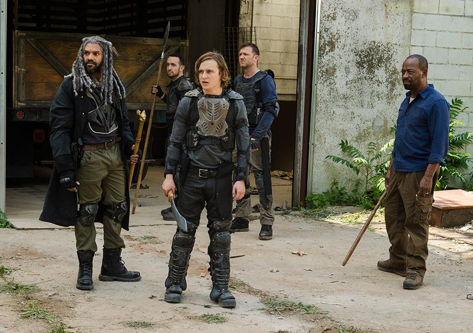 The Walking Dead: Khary Pyton, Logan Miller, Karl Makinen e Lennie James in The Well
