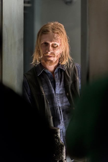 The Walking Dead: un'immagine di Austin Amelio in The Cell