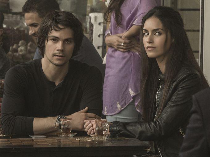American assassin: Dylan O'Brien e Shiva Negar nel film