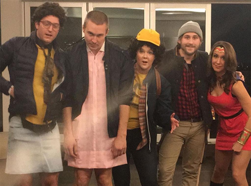 Amy Schumer (al centro) vestita per Halloween 2016