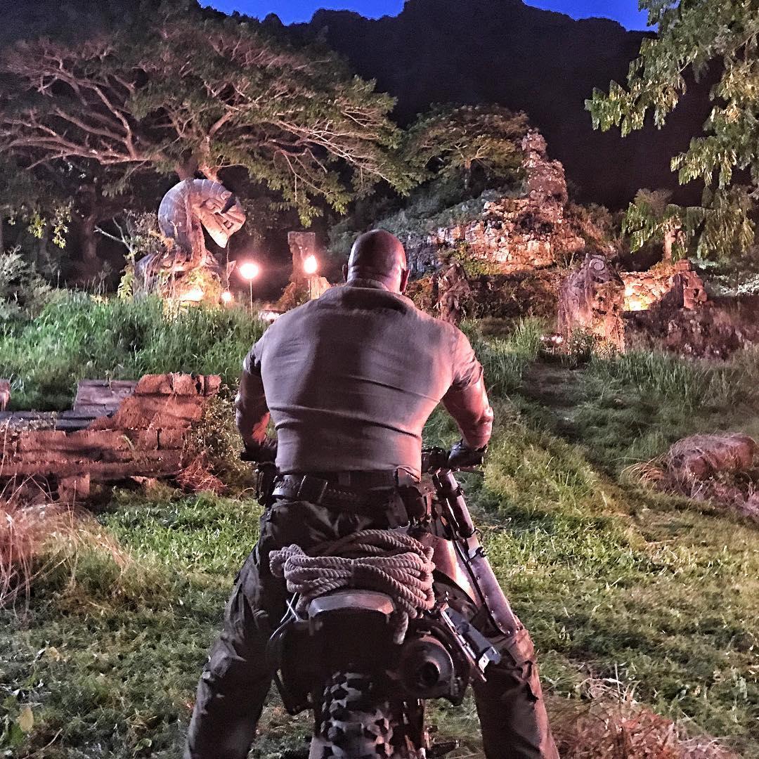 Jumanji: Dwayne Johnson durante le riprese sul set