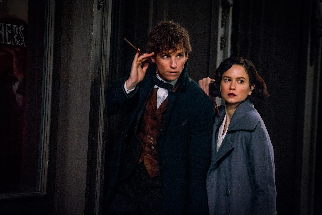 Animali Fantastici e Dove Trovarli: una foto di Eddie Redmayne e Katherine Waterston interpretano Newt e Porpertina