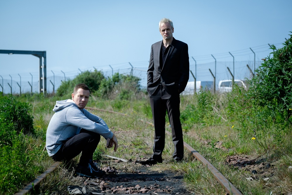 T2: Trainspotting 2, Ewan McGregor e Jonny Lee Miller in una scena del film