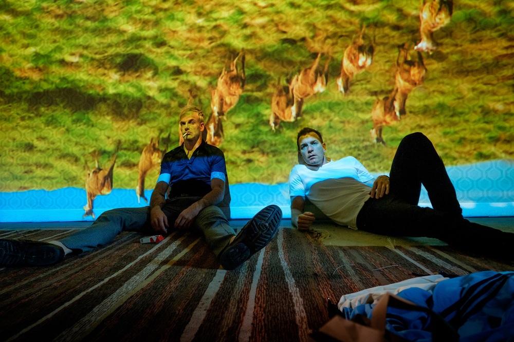 T2: Trainspotting 2, Ewan McGregor e Jonny Lee Miller in un momento del film