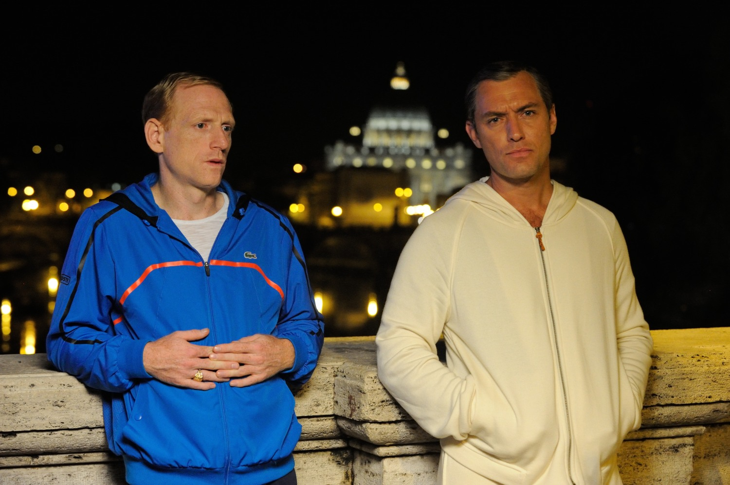 The Young Pope: Jude Law in una foto del quinto episodio