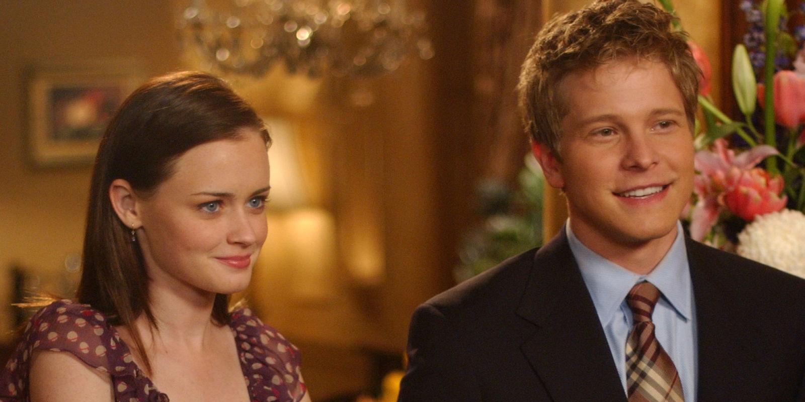 Quinta stagione delle Gilmore Girls: Rory e Logan sorridono, insieme, ad una cena.
