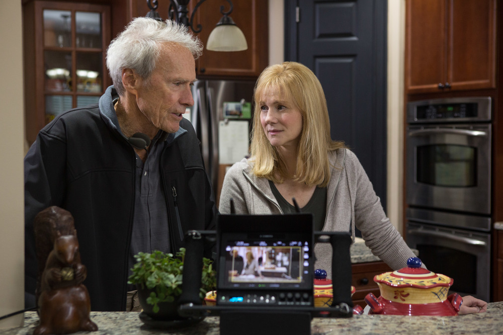 Sully: Clint Eastwood e Laura Linney sul set del film
