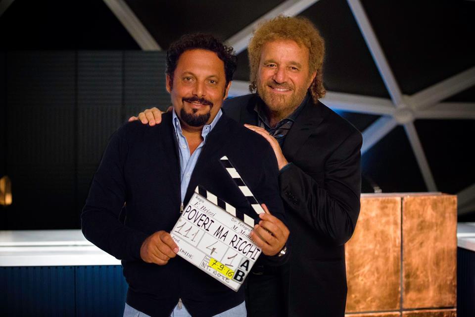 Poveri ma ricchi: Christian De Sica ed Enrico Brignano in un'immagine promozionale del film