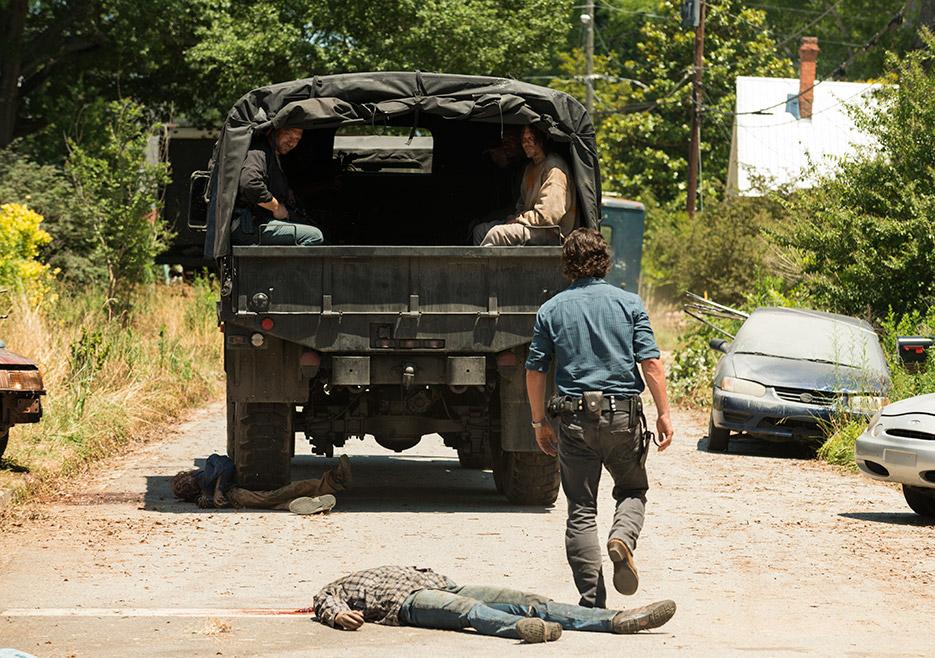 The Walking Dead: Andrew Lincoln e Norman Reedus in una foto di Al tuo servizio