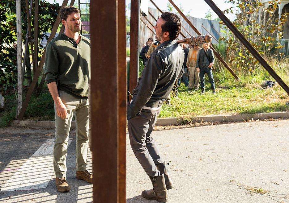 The Walking Dead: Austin Nichols e Jeffrey Dean Morgan nell'episodio Al tuo servizio