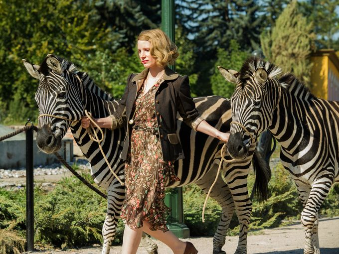 The Zookeeper's Wife: Jessica Chastain insieme ad alcune zebre