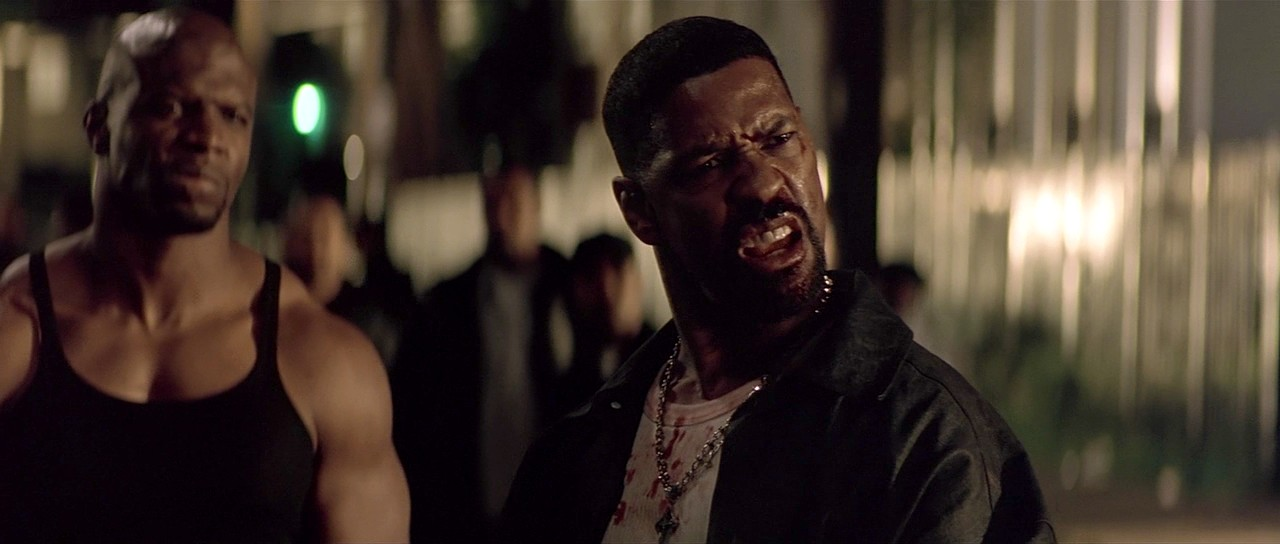 Training Day: Denzel Washington in un'immagine tratta dal film