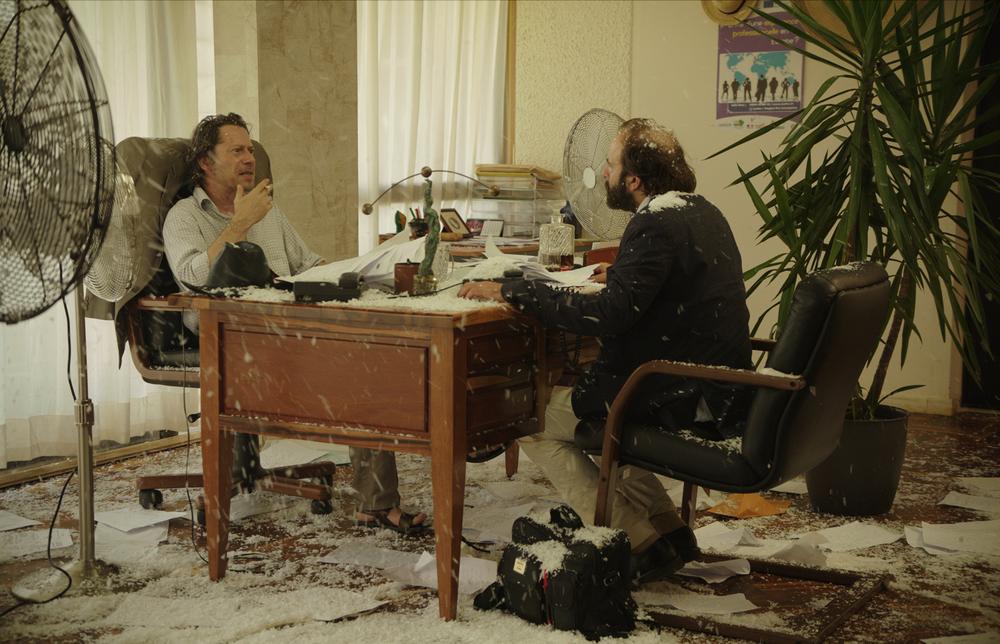 La loi de la jungle: Vincent Macaigne e Mathieu Amalric in una scena del film