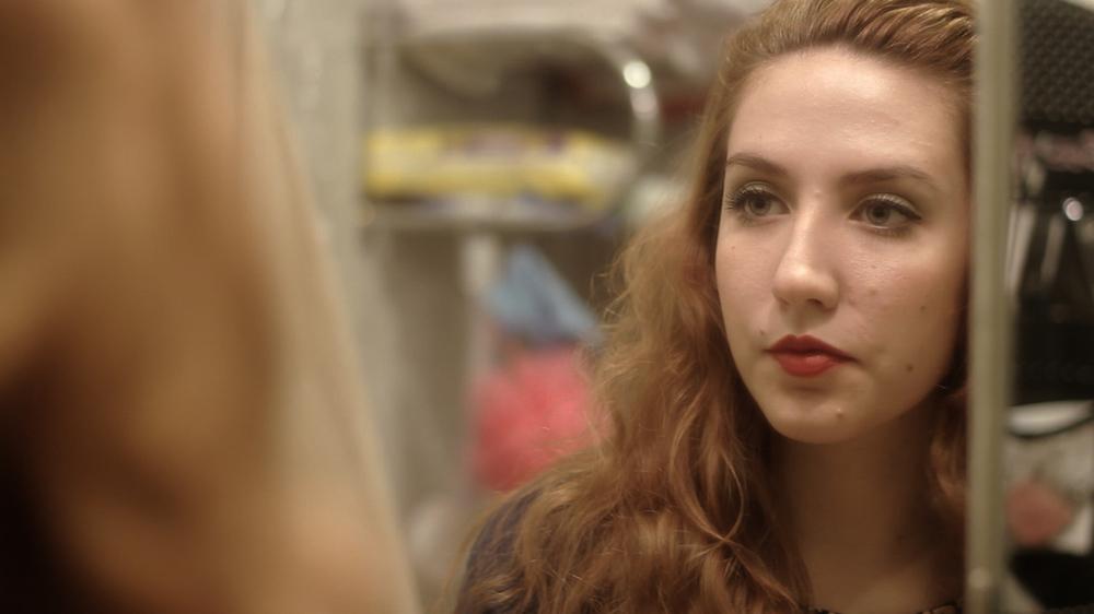 Las lindas: un primo piano del film