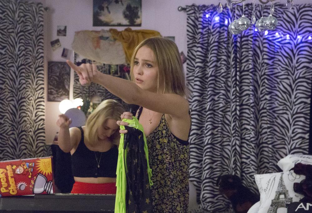 Yoga Hosers: Lily-Rose Melody Depp e Harley Quinn Smith in un'immagine del film