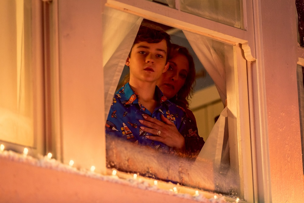 Safe Neighborhood: Levi Miller e Virginia Madsen in una scena del film
