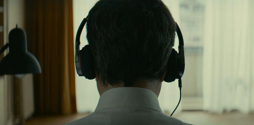 Scribe: François Cluzet di spalle in una scena del film