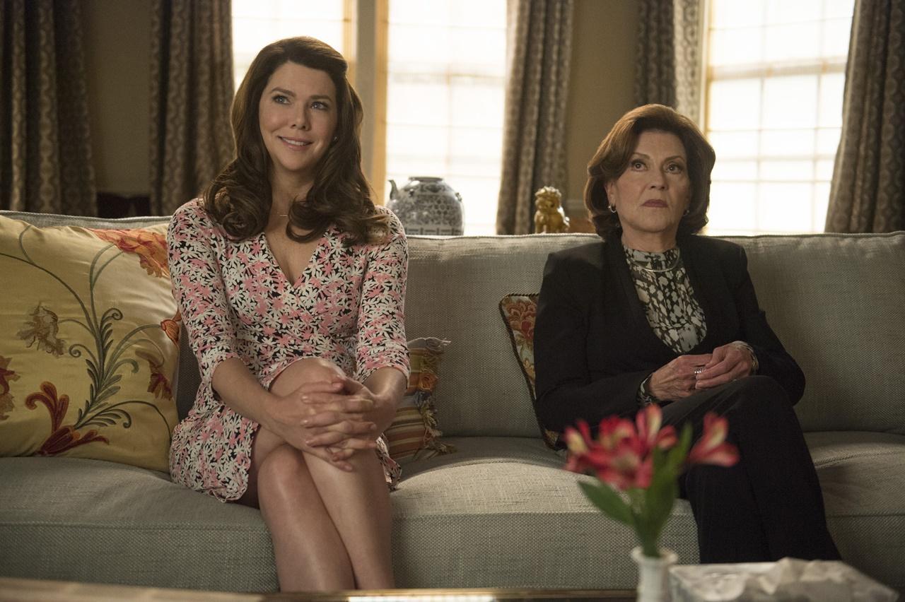 Una mamma per amica: Di nuovo insieme, Lauren Graham e Kelly Bishop in una foto della serie