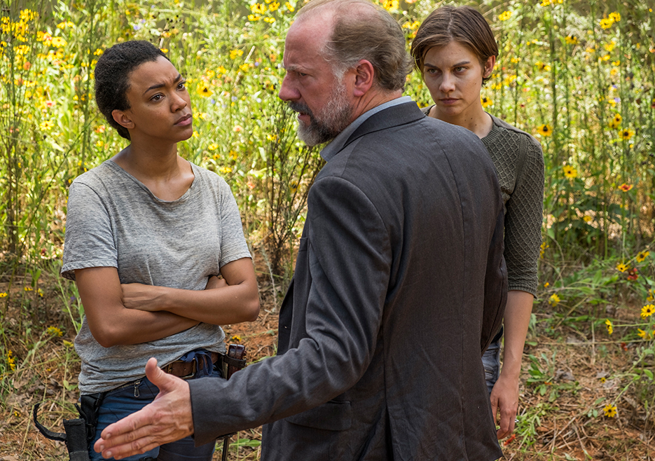 The Walking Dead: una foto di Sonequa Martin-Green, Xander Berkeley e Lauren Cohan in Go Getters