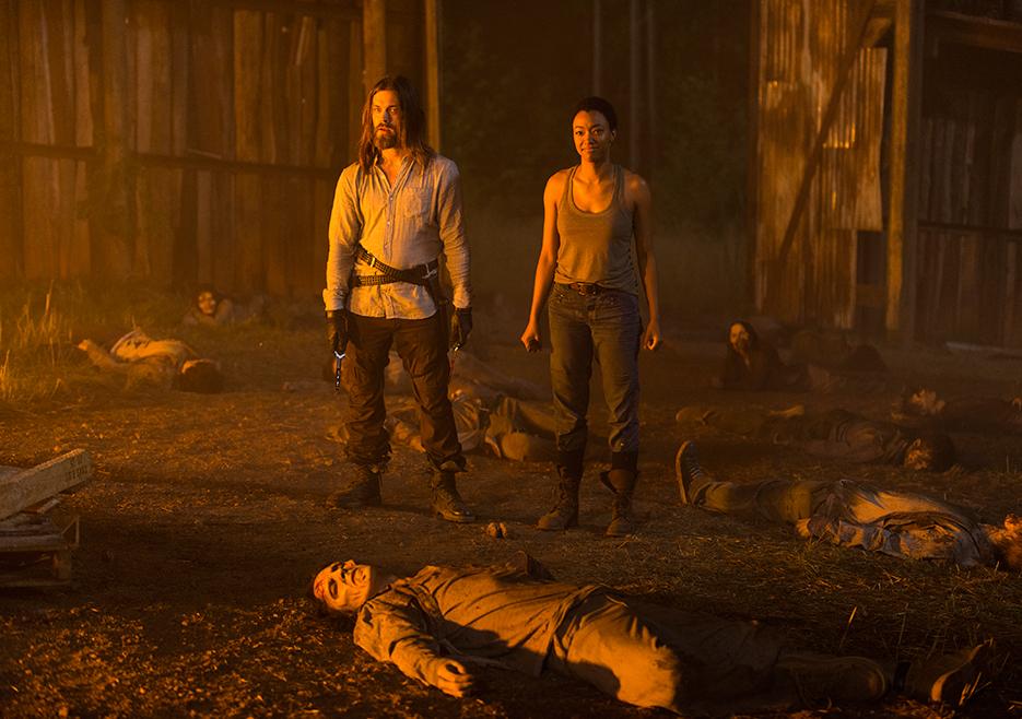 The Walking Dead: Tom Payne e Sonequa Martin-Green in Go Getters