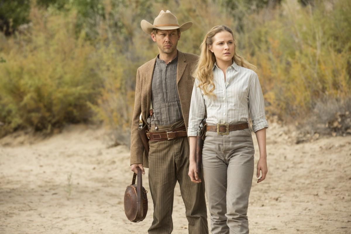 Westworld: Jimmi Simpson ed Evan Rachel Wood in Trace Decay