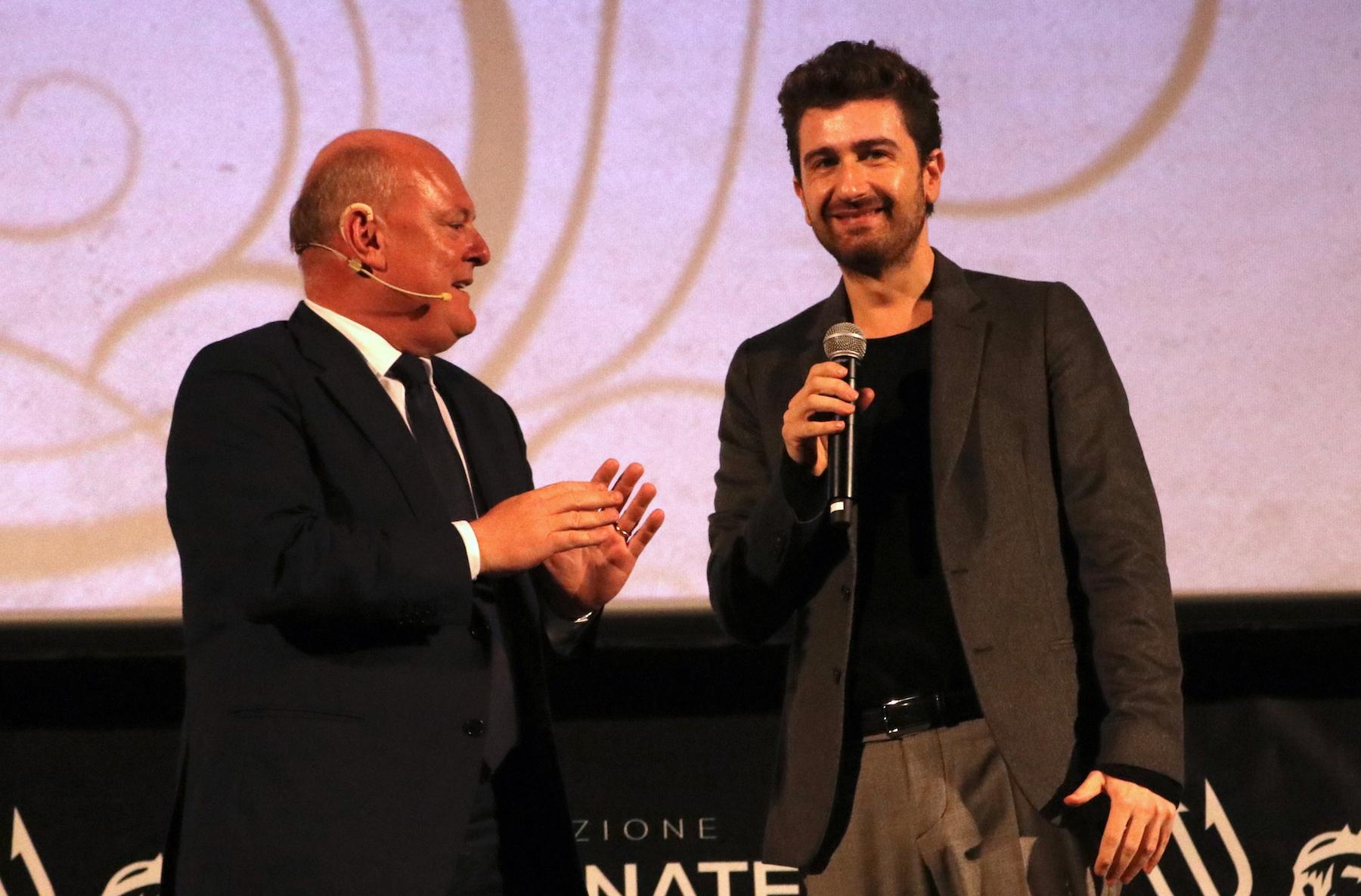 Mister Felicità: Alessandro Siani presenta il film alla convention di 01 distribution a Sorrento