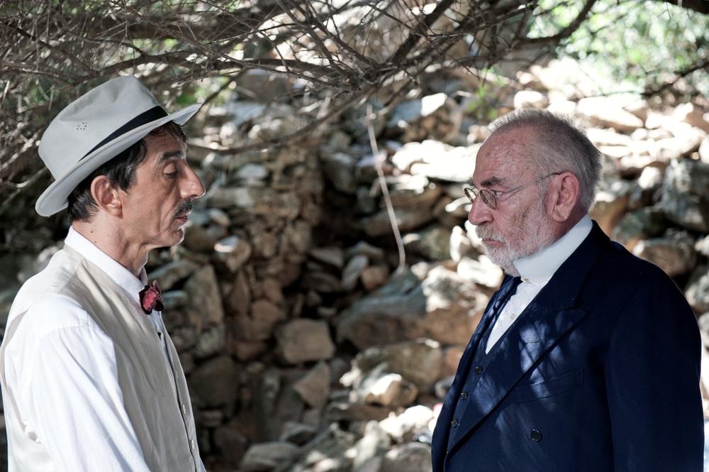 La stoffa dei sogni: Sergio Rubini e Renato Carpentieri in una scena del film
