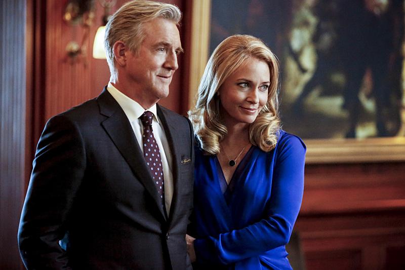 Arrow: Jamey Sheridan e Susanna Thompson in Invasion!