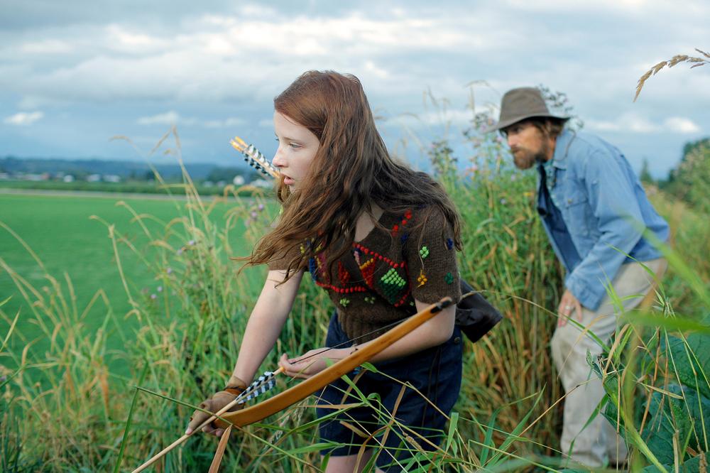 Captain Fantastic: Annalise Basso e Viggo Mortensen in un'immagine del film