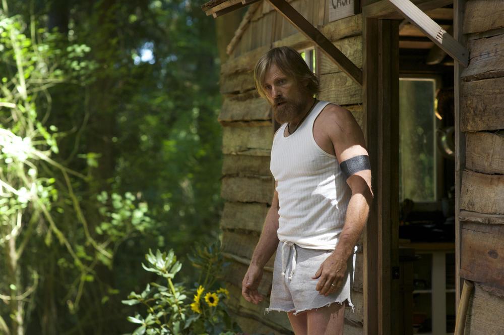 Captain Fantastic: Viggo Mortensen in un momento del film