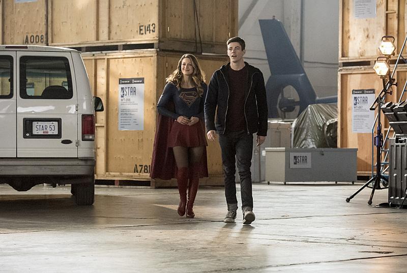 The Flash: Melissa Benoist e Grant Gustin in Invasion!