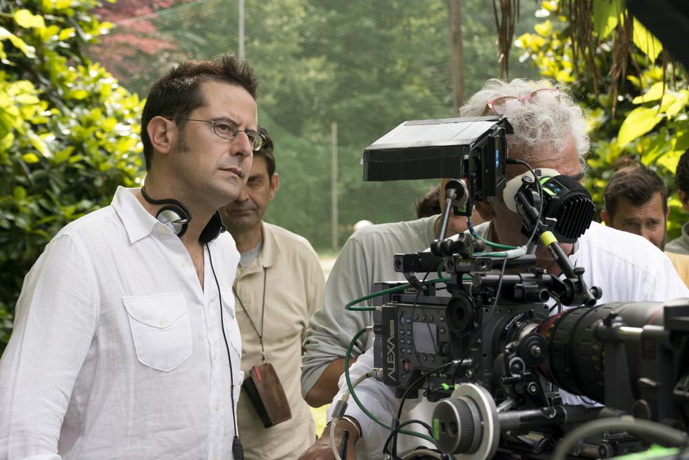 Fuga da Reuma Park: il regista Morgan Bertacca sul set del film
