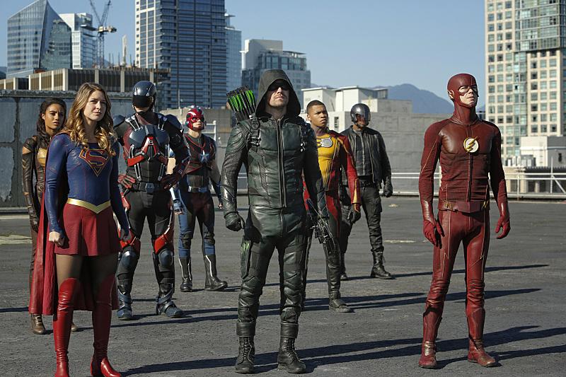 Legends of Tomorrow: i supereroi nel crossover Invasion!