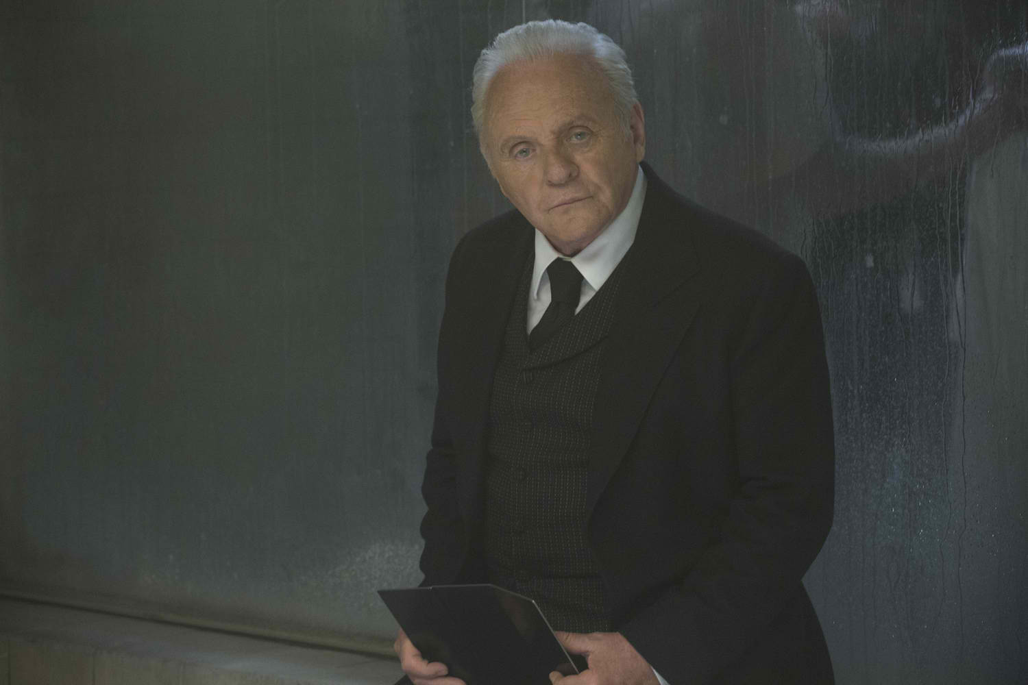 Westworld: Anthony Hopkins in una foto di The Well-Tempered Clavier