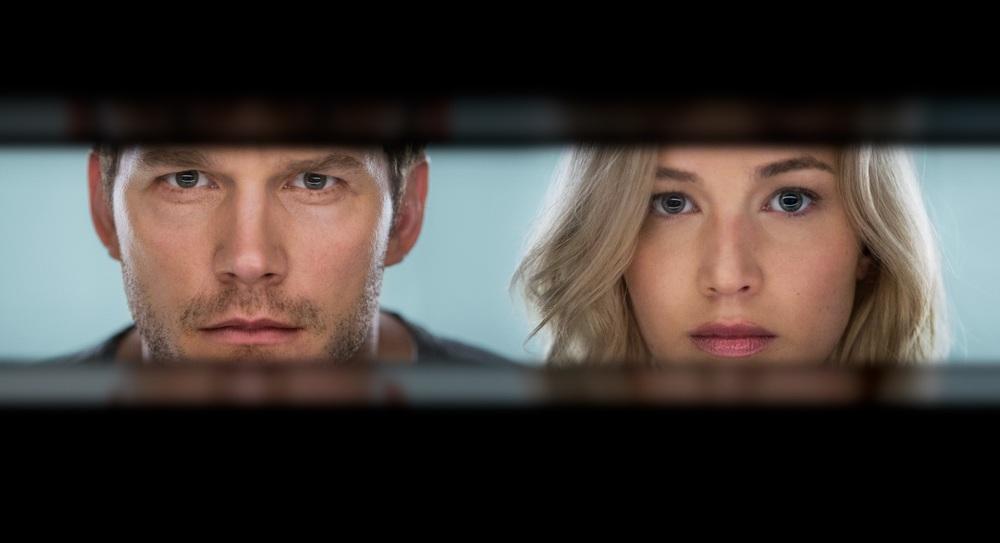 Passengers: un'immagine dei protagonisti Jennifer Lawrence e Chris Pratt