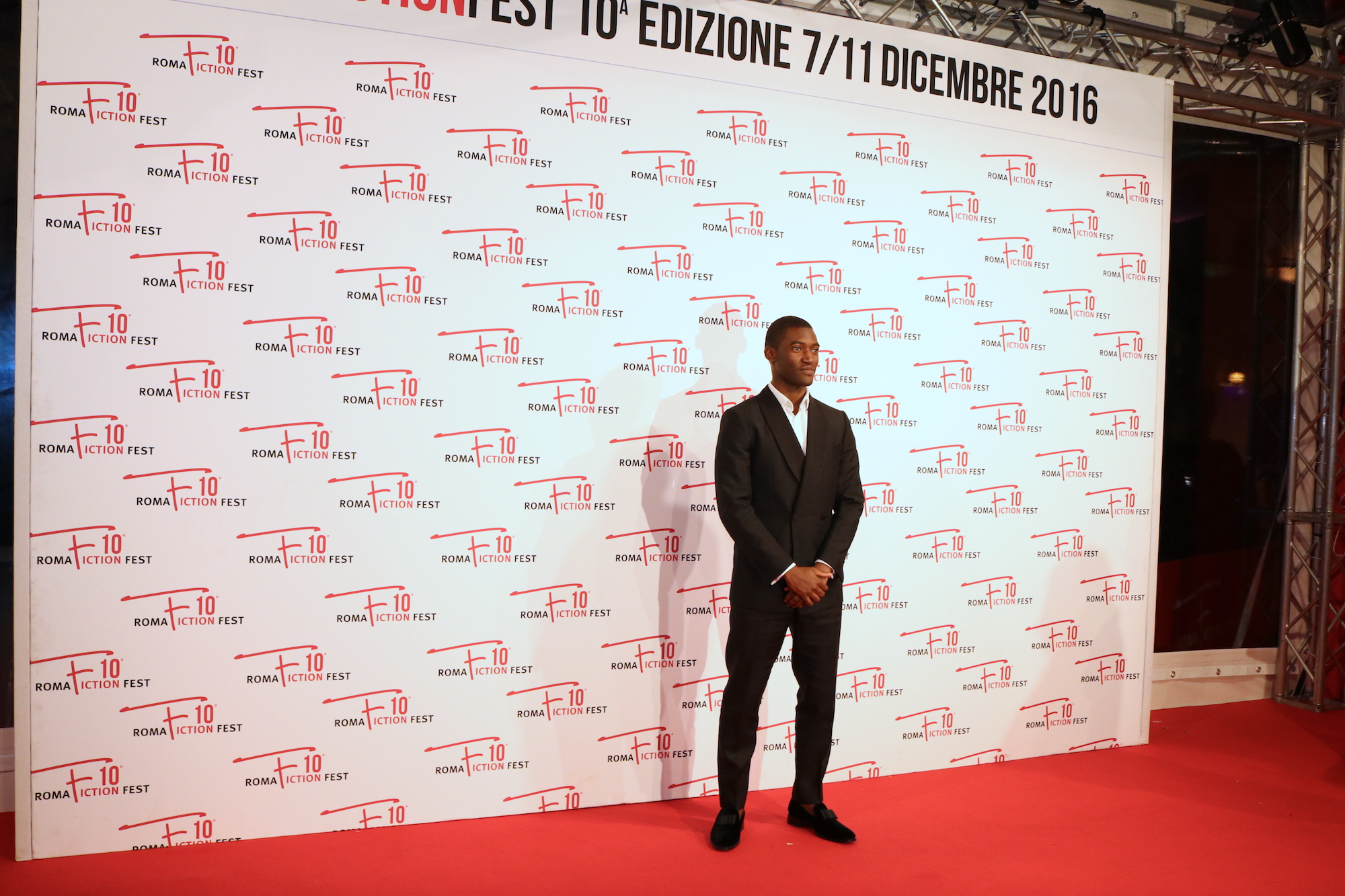 Roma Fiction Fest 2016: Malaki Kirby sul red carpet di Roots