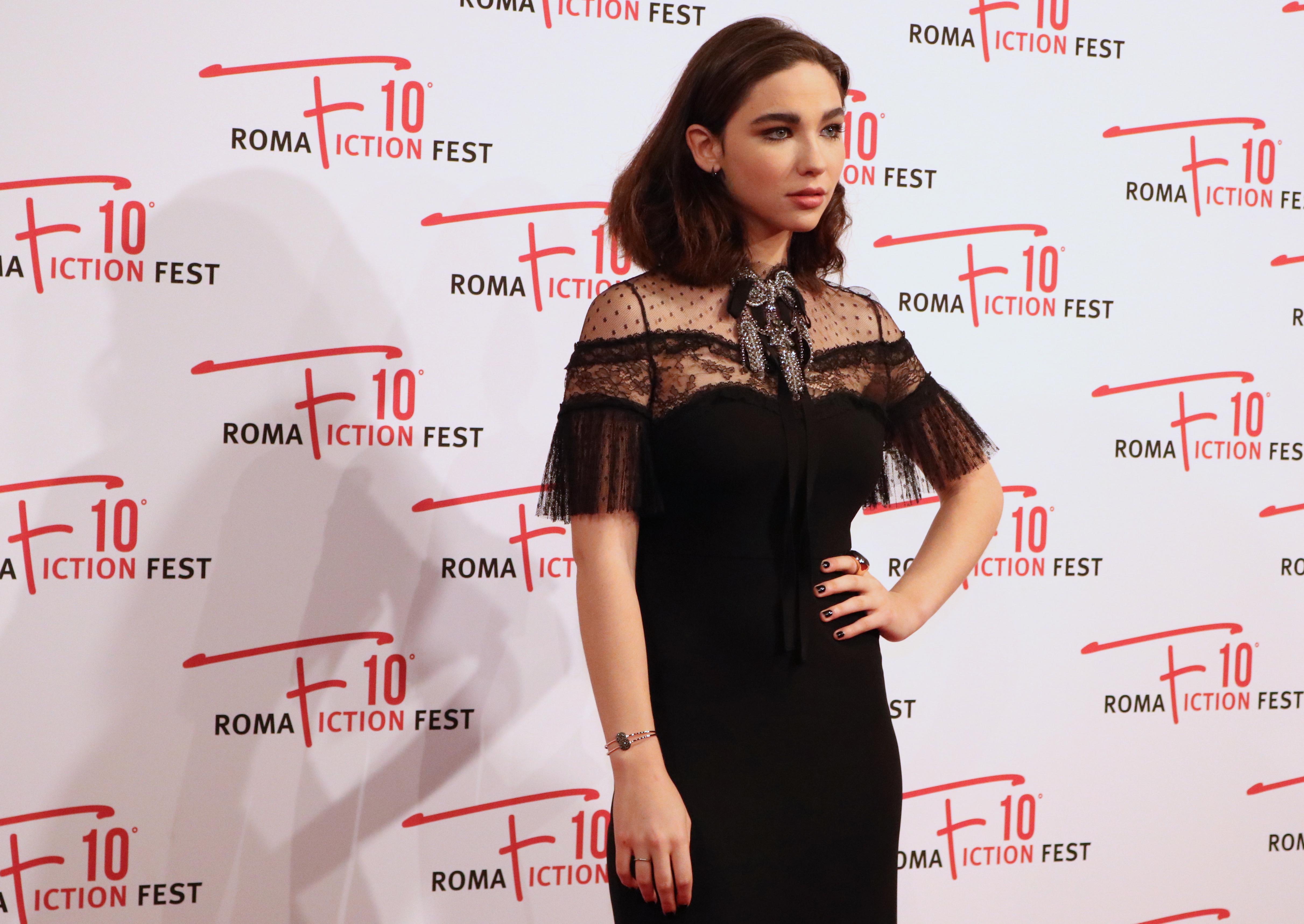 Roma Fiction Fest 2016: Matilda De Angelis sul red carpet di Di padre in figlia
