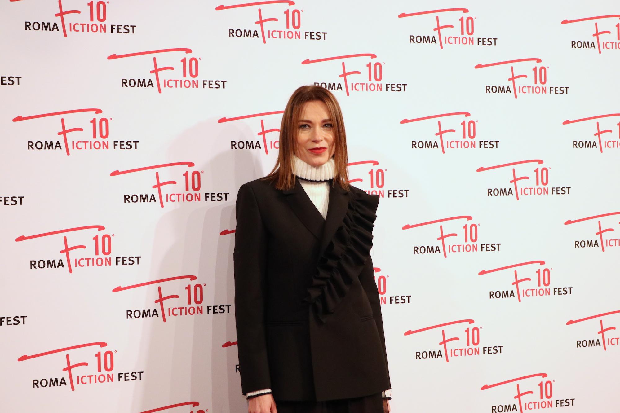 Roma Fiction Fest 2016: Stefania Rocca sul red carpet di Di padre in figlia