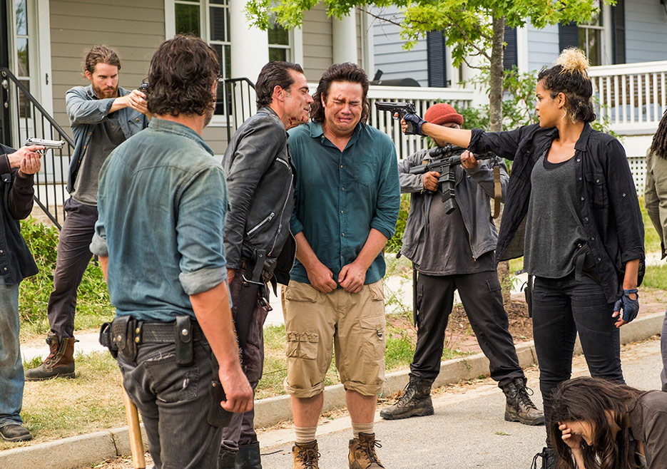 The Walking Dead: Jeffrey Dean Morgan e Josh McDermitt in Hearts Still Beating