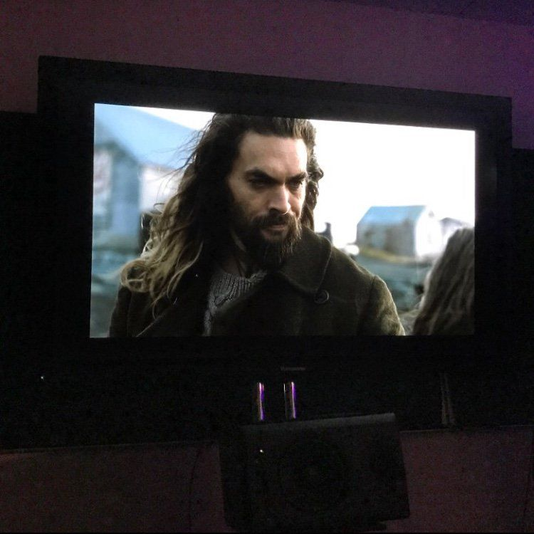 Justice League: Jason Momoa è Aquaman in una foto condivisa dal regista