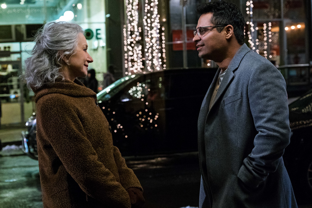 Collateral Beauty: Helen Mirren e Michael Peña in una scena del film