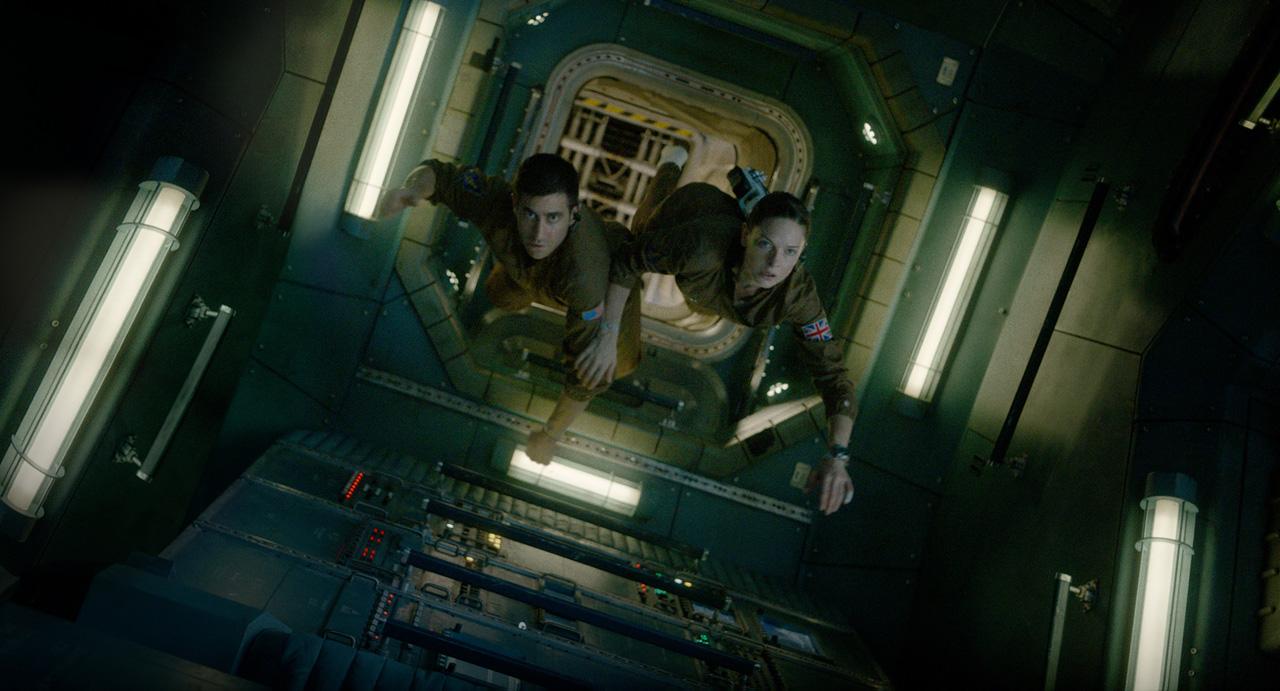 Life - Non oltrepassare il limite: Jake Gyllenhaal e Rebecca Ferguson fluttuano nell'astronave