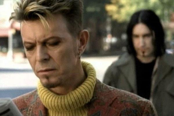 David Bowie nel video di I'm Afraid of Americans