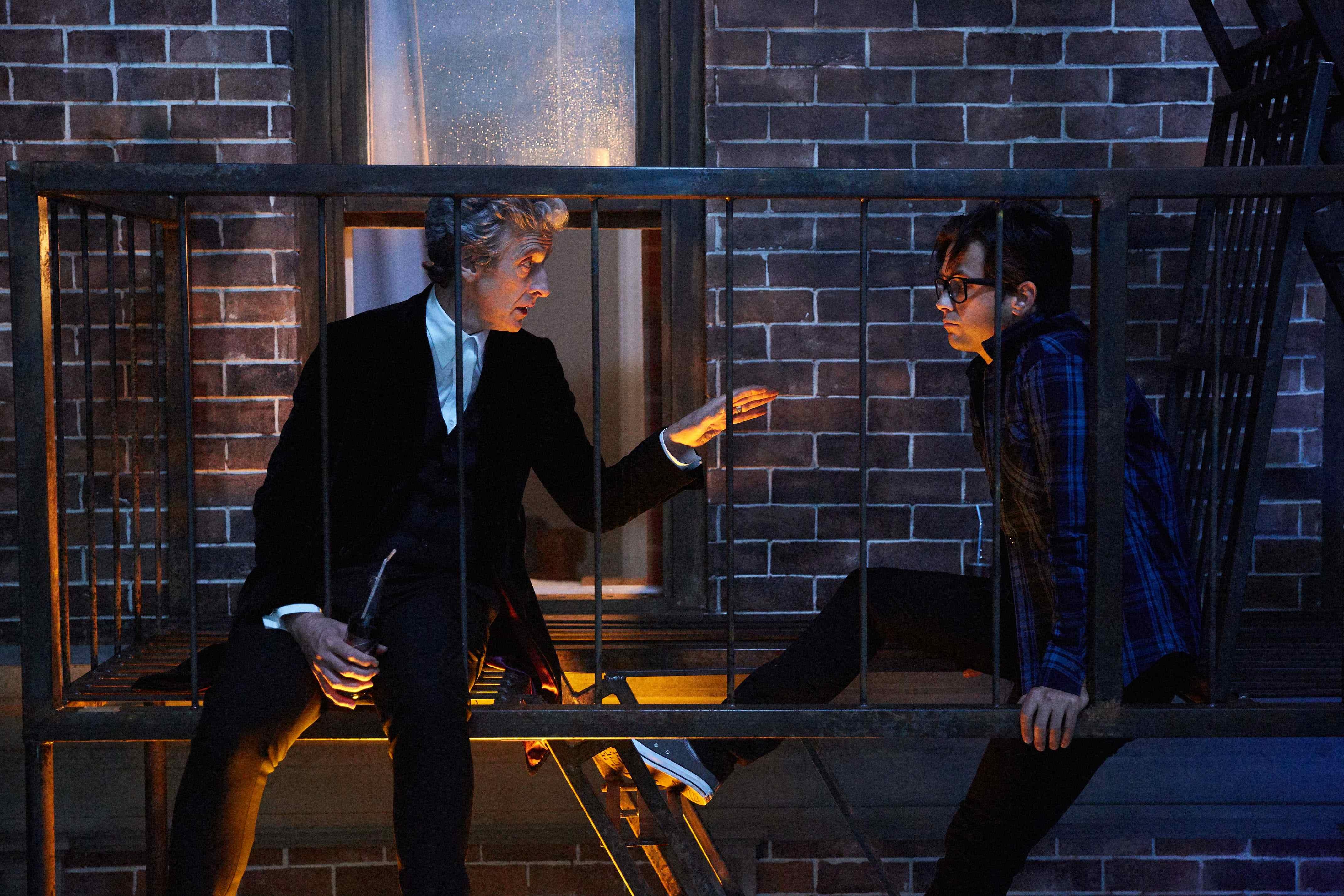 Doctor Who: gli attori Peter Capaldi e Justin Chatwin in The Return of Doctor Mysterio
